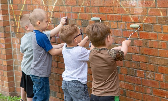 Children drawing with chalk on wall